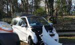 Auto contro un albero, due feriti FOTO