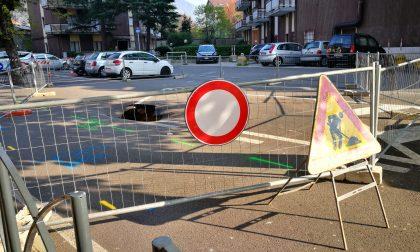 Voragine in via Carlo Porta: al via la messa in sicurezza FOTO