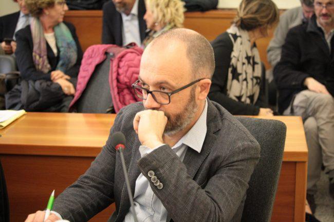 Dolzago sindaco Paolo Lanfranchi contro catene sant'antonio online
