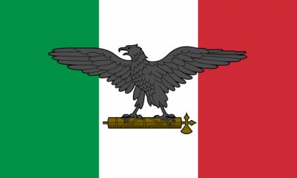 Espone la bandiera col simbolo fascista, denunciato per vilipendio