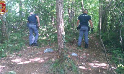 Partono dalla Valsassina e arrivano in Brianza per compare droga nei boschi vicino alla Super: nei guai marito e moglie