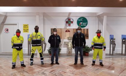 Il Presidente visita le sue penne nere all'ospedale da campo di Bergamo FOTO
