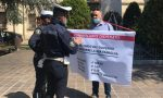 Barista protesta davanti al municipio VIDEO