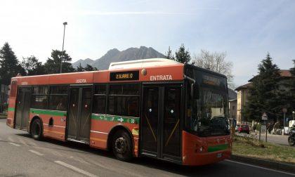 Autobus nel Lecchese: si viaggia con una media di 7 passeggeri per corsa