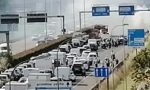 Auto prende fuoco in Statale 36 traffico in tilt verso Lecco FOTO