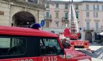 Tegole pericolanti in centro: intervengono i Vigili del fuoco FOTO