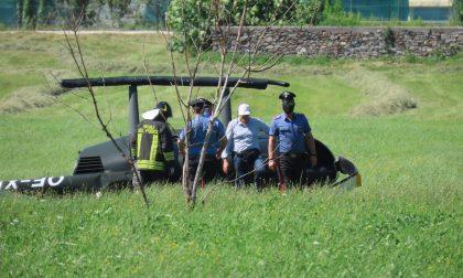 Elicottero si ribalta durante un atterraggio d'emergenza a pochi passi dal Lido di Colico