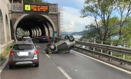 Auto ribaltata in Statale 36: ferita una donna. Traffico in tilt