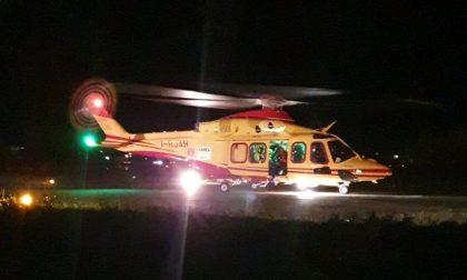 Notte impegnativa per i soccorritori: salvato un giovane sul Moregallo, schianto in auto e grave malore per un 25enne