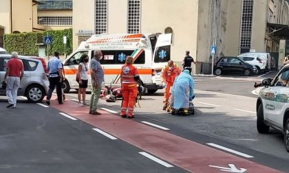 Schianto auto moto: giovane centauro in ospedale in condizioni serie FOTO