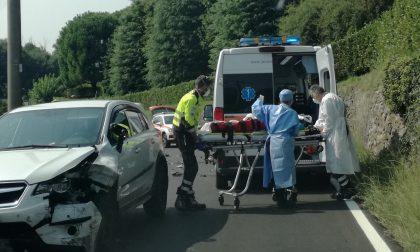 Violento frontale auto-moto: paura per una 22enne