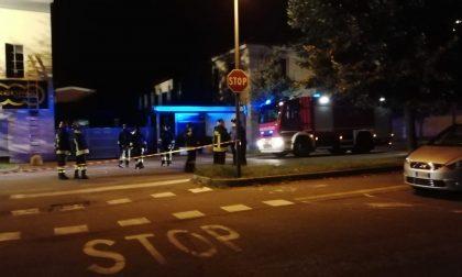 Tre esplosioni nella notte: in fiamme una cabina elettrica FOTO