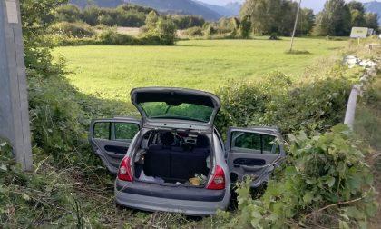 Auto finisce in un fosso, 11enne in condizioni serie FOTO