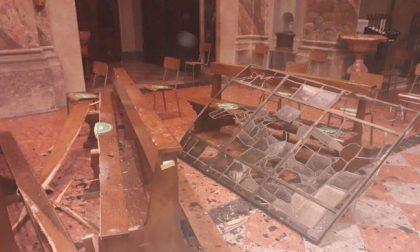 Maltempo devastante, distrutte le vetrate di una chiesa