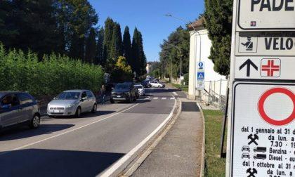 Ponte di Paderno, auto ferme in coda per 40 minuti  VIDEO