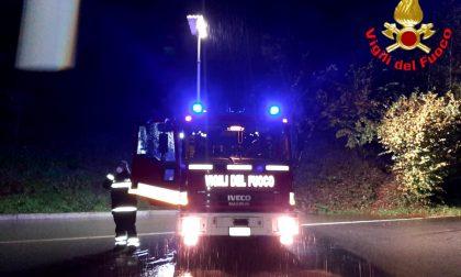 Maltempo, esondano le rogge e scariche di materiale in strada:  resta chiusa la strada Lecco-Bellagio