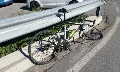 Ciclista travolto da un furgone: paura a Olginate FOTO