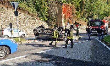 Sfonda il guard rail con l'auto e precipita da un tornante della Lecco-Ballabio: 65enne in gravi condizioni FOTO
