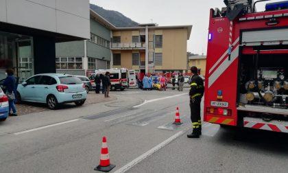 Maxi carambola all'incrocio: scontro tra tre auto FOTO