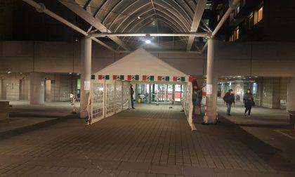 Montate altre due tende fuori dal Manzoni, una dedicata a chi fa il tampone FOTO E VIDEO
