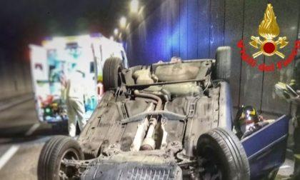 Auto ribaltata nell'attraversamento di Lecco FOTO