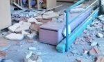 Controsoffitto crollato: scuola chiusa fino a gennaio