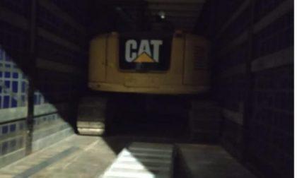 Rubano un escavatore da 100mila euro da un cantiere sulla Statale 36 FOTO