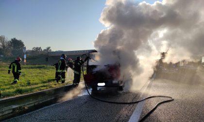 Camion a fuoco sulla Statale 36 Valassina
