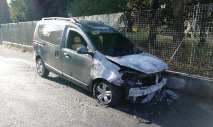Sesta auto in fiamme in un mese in paese: è caccia al piromane