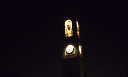 """Si riaccendono le luci del campanile, """"Segno di speranza, non spegniamo di nuovo il paese per il Covid"""""""