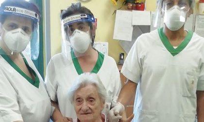 """103 candeline per Franca, festa in rsa con figli e nipoti e pronipoti """"in zona protetta"""""""
