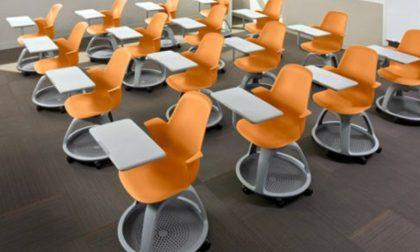 I banchi con le rotelle sono arrivati ora che la scuola è chiusa…