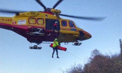 Incidente con il quad nel bosco: interviene l'elicottero IL VIDEO DEL SALVATAGGIO