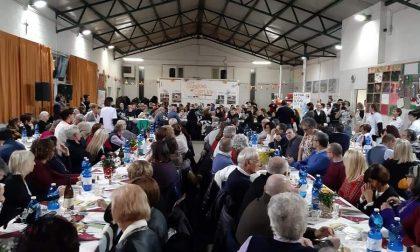 La festa di Natale si trasforma in una cena diffusa (in diretta facebook) a favore delle missioni
