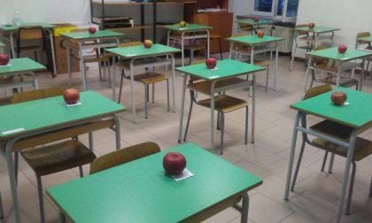 Dolce sorpresa per i bimbi: sul banco le mele di San Nicolò