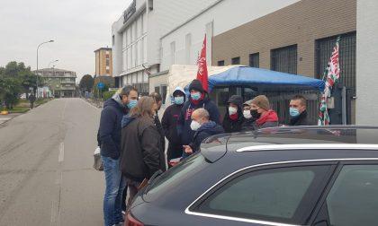 Incidente davanti alla Voss: l'auto dell'amministratore delegato ha urtato un sindacalista