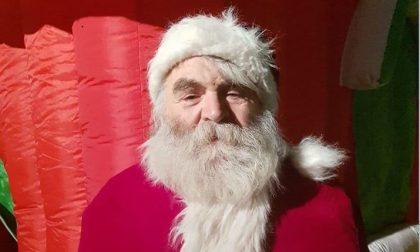 In questo assurdo 2020 la comunità omaggia il suo Babbo Natale che non c'è più