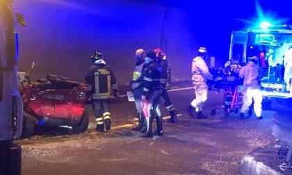 Galleria del Barro: uno schianto tra autovetture ha bloccato  la SS36. Due i feriti FOTO