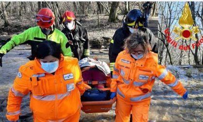 Cade e si ferisce nel bosco: 57enne soccorsa dai Vigili del Fuoco