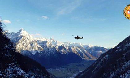 Tragedia in montagna, precipita per 300 metri in un canale: senza scampo 63enne