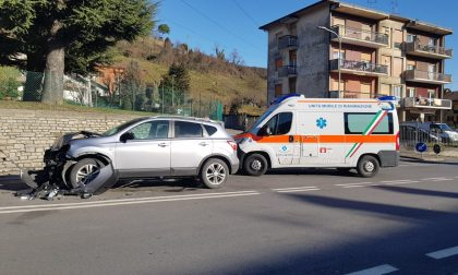 Inversione illegale sul provinciale, furgone si schianta contro un'auto di una famiglia di Ballabio FOTO