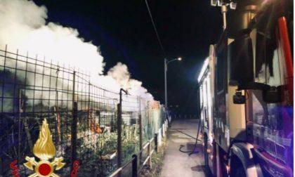 Incendio nel cuore della notte: Vigili del Fuoco al lavoro per tre ore