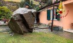 Un masso si stacca dalla montagna e finisce contro una casa
