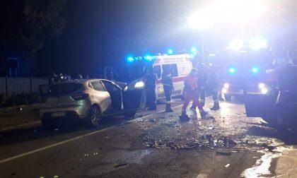 Terrificante schianto frontale tra auto: due persone incastrate liberate dai Vigili del Fuoco