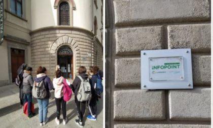 Studenti in visita all'Infopoint di Lecco