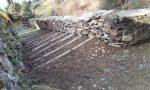 Muro crollato: i volontari si rimboccano le maniche e lo ricostruiscono