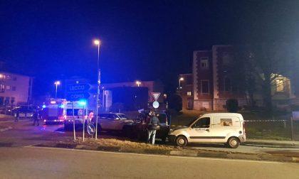 Incidente sulla Provinciale: auto imbocca la rotonda in senso contrario