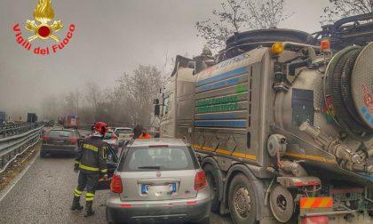 Incidente stradale sulla SS36, 5 auto e 1 camion coinvolti