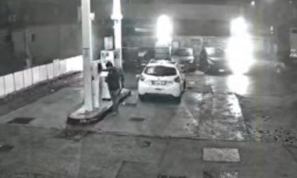 85 rifornimenti dal benzinaio in un'ora nel cuore della notte: furbetto del Cashback in azione a Lecco