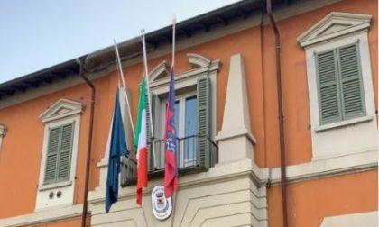 Giornata vittime Covid, bandiere a mezz'asta e cerimonie in tutto il territorio. Monsignor Delpinini nel Lecchese
